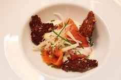 Smoked salmon entre - Røkt laks med pepperrotkrem, eple, selleri og rug