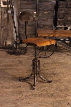 chaise Bienaise ancienne PTT 1958  plus 'info sur : http://ift.tt/Ti9APM  #deco #design #antiquitesdesign #loft #usine #industriel #vintage #toulouse #french #industrial