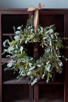 How to: Eucalyptus Wreath. - This pretty wreath will last for many weeks throughout the holiday season.