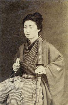 Онна-бугэйся - женщина-самурай.