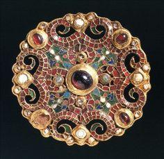 Dorestad brooch Dating from: 775-800 Material: Metal, gold, enamel, glass, almandine, pearl. Size: 8,5 cm Origin: Holland, Utrecht; Wijk bij Duurstede Collection: Middle Ages Code: f 1978/1.1