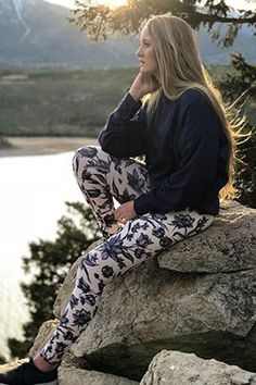 Shop activewear online from Fabletics by Kate Hudson now! Fitness Outfits, Womens Workout Outfits, Fitness Fashion, Fitness Style, Kate Hudson, Beste Leggings, Yoga Pants Pattern, Sport Outfit, Komplette Outfits