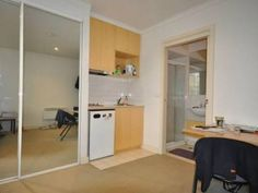 Room for Rent Carlton, Melbourne $250pw - Includes utensils,heate...