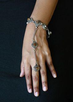 Tiger eye stone Chain Slave bracelet Ring Bracelet #handchain #slavebracelet #slavebraceletring #bohochic #bohofashion