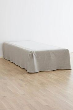 Skene SKENE sängkappa - linne - Grå - Sängkläder - Jotex.se Ottoman, Chair, Furniture, Bedrooms, Home Decor, Decoration Home, Room Decor, Bedroom, Home Furniture