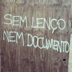 #Repost @thedycas ・・・ Porto Alegre, RS. #portoalegre #instacity #olheosmuros #caetanoveloso #dicas #thedycas #pixo #arteurbana #artederua