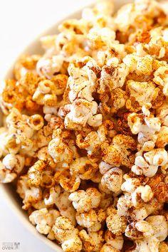 18 Popcorn Recipes For Your Next Netflix Marathon Best Popcorn, Popcorn Snacks, Flavored Popcorn, Gourmet Popcorn, Popcorn Kernels, Popcorn Bowl, Snack Recipes, Cooking Recipes, Healthy Popcorn Recipes