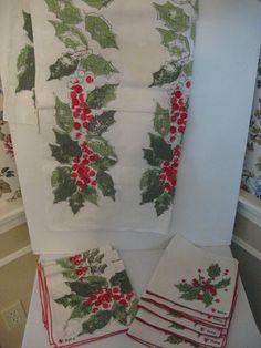 Holly Xmas Tablecloth/8 Linen Napkins (Vera Neuman)
