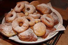 Gogosi beignets Beignets, Bagel, Doughnut, Bread, Desserts, Recipes, Food, Tailgate Desserts, Meal