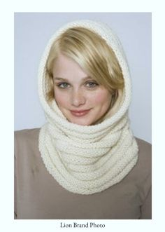 lion brand yarn photo free knitting patterns free knitting pattern: luxury cowl / hood pattern from the lion brand yarn site skill level: easy size: Knit Cowl, Crochet Poncho, Knit Or Crochet, Crochet Scarves, Crochet Hats, Cowl Scarf, Crochet Granny, Crochet Hooded Cowl, Hooded Scarf