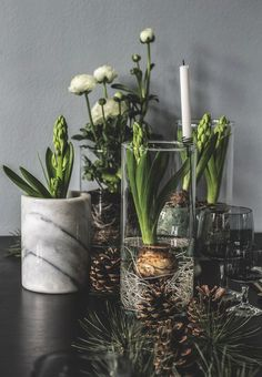 Stilrent hjem med en enkel, nordisk julestil Stylish home with a simple, Nordic Christmas style, Decoration Christmas, Decoration Table, Holiday Decor, Spring Decorations, Nordic Christmas, Christmas Time, Xmas, Fleurs Diy, Deco Floral