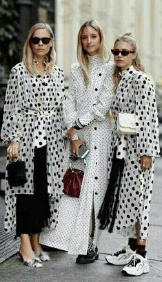 Catch up on the best New York Fashion Week Street Styles from Spring Think bold colours, statement accessories and anything goes. Look Street Style, Street Style Summer, New York Fashion Week 2018 Street Style, Fashion Weeks, Fashion Outfits, Fashion Trends, Style Fashion, Vestido Dot, Dots Fashion