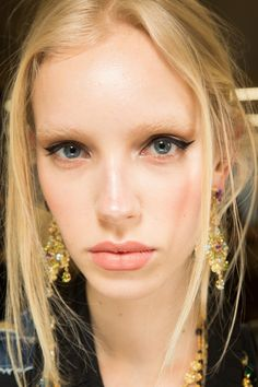 See beauty photos for Dolce & Gabbana Fall 2017 Ready-to-Wear collection.