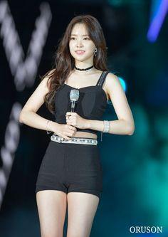 Naeun Experiences Pants Ripping At APink's Concert | Daily K Pop News