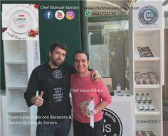 """caminando entre los stand me encontre al chef Chef Jesús Gibaja """"El Chefcito"""", super accesible, y feliz de que le interesara la #cultura del #bacanora!!! buena vibra!!! www.chefmanuelsalcido.com !!! #chefcms #saborespolanco #saborespolanco2017 #campomarte #denominacióndeorigen #cultura #cdmx —"""