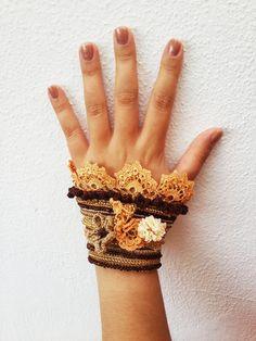 Crochet cuffCrochet braceletBeaded crochet Beige by SESIMTAKI