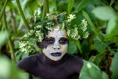 Surma tribe child with face painting Ethiopia Kids Around The World, In This World, African Face Paint, Face Painting Colours, Tribal Face Paints, Tribal Paint, African Tribes, African Art, Creative Skills