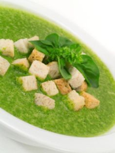Pick Me Up Soup, Spinach Soup Recipe - Photo © istock.com