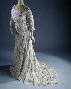 Dress, c. 1900-10. From the Rijksmuseum.