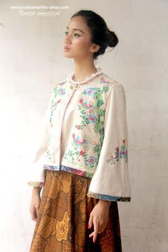 Embroidery Hungarian Batik Amarillis's Amarillissima jacket in Hungarian embroidery style on faux Suede Batik Fashion, Hijab Fashion, Boho Fashion, Vintage Fashion, Fashion Outfits, Womens Fashion, Fashion Design, Hungarian Embroidery, Shirt Embroidery