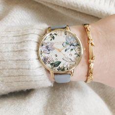 Gold Watches Women, Trendy Watches, Fashion Watches, Fashion Rings, Fashion Jewelry, Fashion Fashion, Blue And Gold Watch, Jewelry Accessories, Fashion Accessories