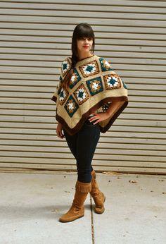 Earth Mama crocheted granny square poncho / van retrotimbre op Etsy