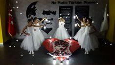 Era Okulları öğrencileri, 10 Kasım Atatürk'ü Anma Günü'nde o'nu saygı ve özlemle andı!