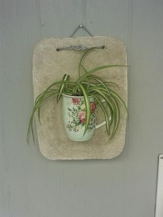 Krus støbt i beton plade,  nu plante ophæng!