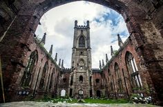 Bombed out Church of Saint Luke in Liverpool, England. Bombed during the Blitz in Liverpool History, Liverpool Home, Liverpool England, Places To Travel, Places To See, 100 Things To Do, The Blitz, Hidden Places, Place Of Worship