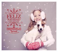 ❅ Llegan los días más familiares del año y en ellos también estará presente él, que siempre permanece a tu lado, que jamás juzga tus actos, que te da mucho más de lo que nunca esperaste. Porque ¡él es tu familia! ¡Celebra con él tu Navidad! ❅ Mediterranean Natural / perros / Feliz Navidad
