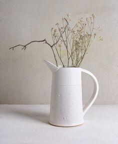 Vaso in ceramica bianco, Design, in ceramica bianco fiore Pot, ceramiche ceramiche Decorative, vaso di fiore moderno, regalo di nozze unico, Oggettistica per la casa moderna Questo vaso moderno bianco sarà perfetto sul vostro tavolo di cucina con alcuni bouquet di fiori variopinti. solo il regalo giusto per il vostro ospite o i matrimonio di amici migliori Questo Pot di fiore bianco progettato può utilizzare come un vaso grande per il vostro giardino erbe fresche raccolte. Vaso alto…