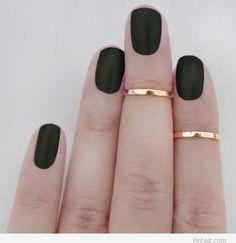 Nail rings – Gold and black manicure / Pintast