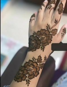 Henna Tattoo Designs Simple, Rose Mehndi Designs, Stylish Mehndi Designs, Mehndi Designs For Girls, Wedding Mehndi Designs, Mehndi Design Images, Beautiful Mehndi Design, Latest Mehndi Designs, Henna Tattoo Hand