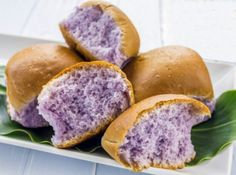 Taro Rolls - Check out this recipe for Delicious Rolls Made from Taro; this dish is served at most luaus in Hawaii. Taro Bun Recipe, Hawaiian Desserts, Hawaiian Dishes, Hawaiian Recipes, Hawaiian Rolls, Hawaiian Chicken, Hawaiian Theme, Recipes, Kitchens