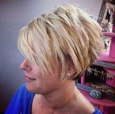 chopped blonde pixie bob Short Choppy Haircuts, Short Bob Hairstyles, Short Hair Cuts, Latest Hairstyles, Bob Haircuts, Haircut Short, Layered Haircuts, Haircut Bob, Female Hairstyles