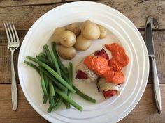 Heerlijke visrolletjes met zelfgemaakte paprikasaus uit de oven! Maak hem zelf met het recept op de site. Meat, Chicken, Food, Meals, Cubs
