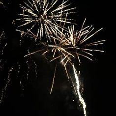 Happy New Year 2017! 🎆🎇🎆 #newyear2017 #happynewyear #fireworks #2017 #luckyyear7 #uusivuosi #uusivuosi2017  #uusivuosiuudetkujeet #viidentähdenuusivuosi #NewYear #langvikhotel #ilotulitus http://www.langvik.fi/