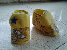 Felt baby shoes, made to order