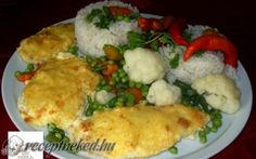 Sajtos-tejfölös csirkemell zöldségekkel, rizzsel recept fotóval