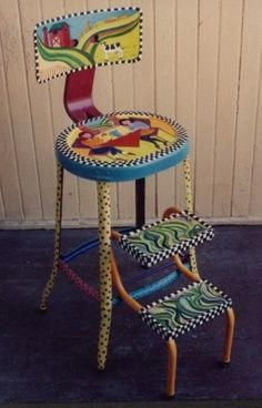 Idee per mobili funky – Recycled Furnitures Ideas Hand Painted Chairs, Whimsical Painted Furniture, Painted Stools, Hand Painted Furniture, Funky Furniture, Colorful Furniture, Art Furniture, Repurposed Furniture, Furniture Projects