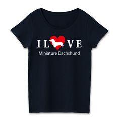 iloveダックスフンドスタンダード濃色 | デザインTシャツ通販 犬のデザインTシャツ - silhouette dogsからスタンダードなラブTシャツ:ミニチュアダックスのラブtシャツです。キュートなハート型のシルエットダックスのシルエットでI LOVEミニチュアダックスと書いたダックスフンド好きな方の為のデザインTシャツです。 濃色ボディーのレディースTシャツはコントラストが激しく目立つTシャツです。かわいいデザインをオリジナルブランドのfooldesignからお届け★  #ミニチュアダックスフンド
