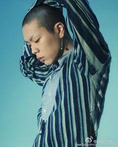 @hyukohtw • 160514 from (@dasomhan_kr)'s weibo #ohhyuk #오혁 #吳赫 #혁오 | image credit: @hyukohtw instagram.com  Image: OhHyuk_ leader of 'Hyukoh' ( Korean indie music band)