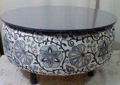 Mesa feita de pneu, tecidos anti mancha, lindo para deixar seu ambiente agradável e alegre