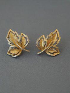 Jewelry Design Earrings, Gold Earrings Designs, Leaf Jewelry, Fall Jewelry, Gold Ring Designs, Gold Bangles Design, Gold Jewellery Design, Gold Earrings For Women, Creations