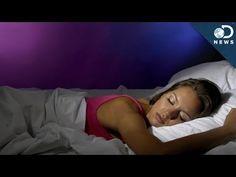 Why do we twitch & jerk before falling asleep? Insomnia Remedies, Insomnia In Children, Sleep Phases, Natural Sleep Remedies, Natural Cures, Natural Healing, Go To Sleep, Happy People, Women's Handbags