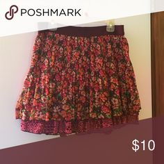 Red and maroon floral mini skirt 🌺 Red and maroon mini skirt with floral print. Stretch waistband for more comfort! Aeropostale Skirts Mini