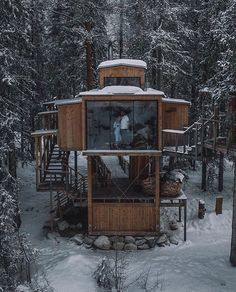 A cozy and quiet tiny cabin. What are you doing th - Tiny House Living Ideas Tiny House Cabin, Tiny House Living, Cabin Homes, Tiny Houses, Tree House Homes, Crazy Houses, Tree House Designs, Tiny House Design, Cool Tree Houses