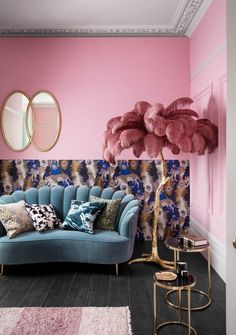 How to embrace maximalism in the home (even in the smallest of spaces) Pink wall, feather palm leaf ornament and teal velvet sofa – House. Living Room Colors, My Living Room, Home And Living, Living Room Furniture, Living Room Decor, Home Furniture, Teal Velvet Sofa, Pink Sofa, Murs Roses