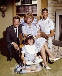 The-Donna-Reed-Show-Carl-Betz-Donna-Reed-Paul-Petersen-Patty-Petersen