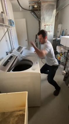 Funny Videos Clean, Crazy Funny Videos, Funny Videos For Kids, Funny Video Memes, Stupid Funny Memes, Funny Laugh, Funny Relatable Memes, Hilarious, Really Funny Joke